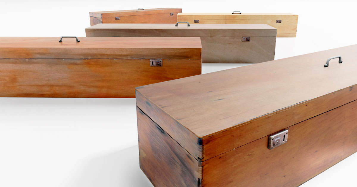 Simple Photorealistic Old Wooden Box