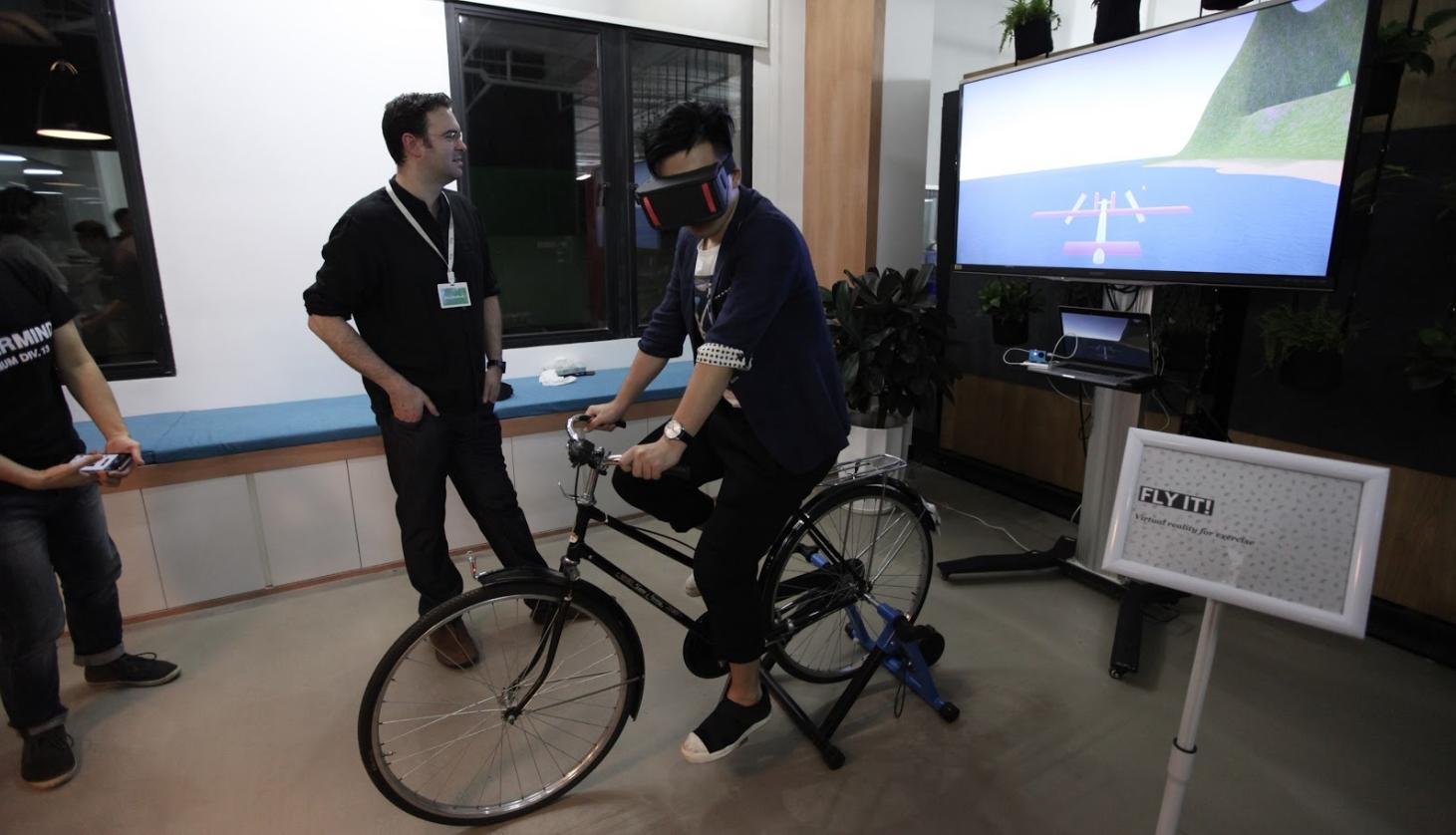 VR Flying BIke