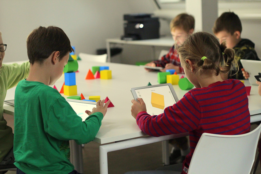 Shapes 3D Geometry Learning - Augmenting geometry learning experience